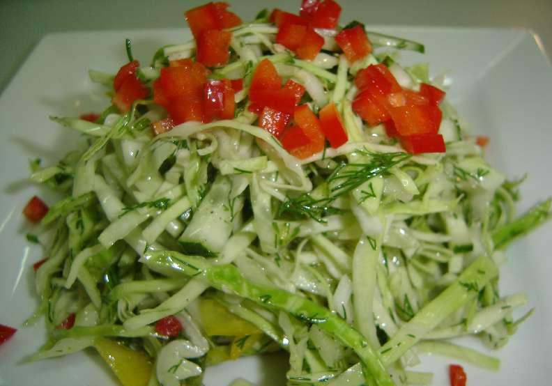 Салат из молодой капусты и болгарского перца