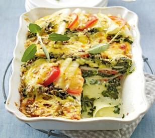 Лазанья из кольраби со шпинатом и куриным филе