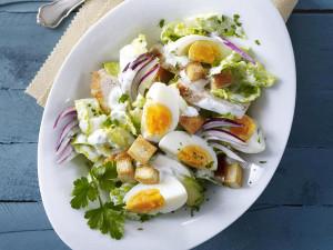 salat-iz-yaic-s-zelenyu-i-jjogurtov