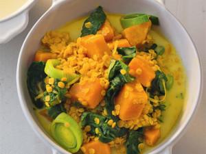 Суп из чечевицы с тыквой и шпинатом