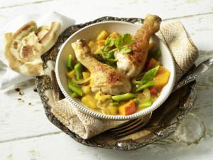 Курица запечённая с тыквой, манго и овощами