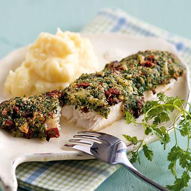 Рыбное филе с зеленью и сушенными и помидорами