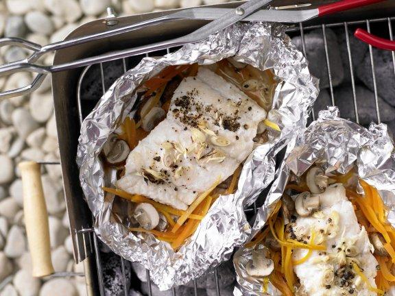Рыба запечённая в фольге с овощами грибами