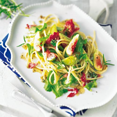 Салат из макаронов с инжиром