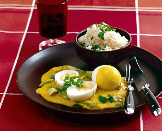 Яйца под соусом карри