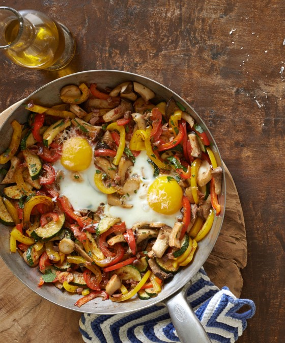 Овощная поджарка с яйцом