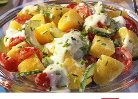 Отваренные картофель с кабачками и помидорами