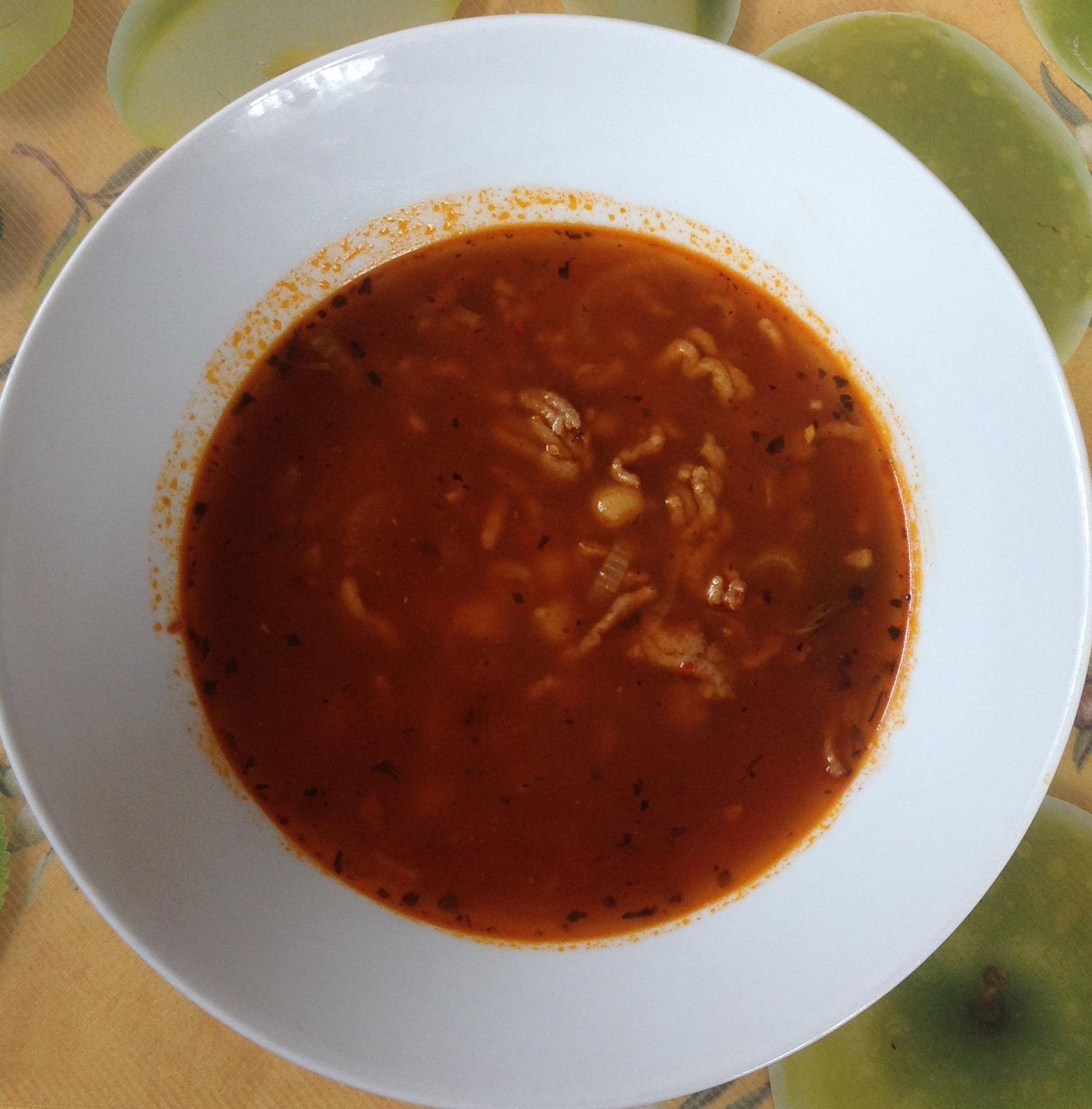 томатный суп с фаршем и нутом