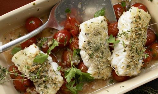 Рыбное филе и с миндалем и помидорами черри